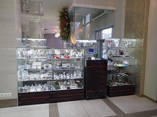 Стеклянные витрины для бижутерии