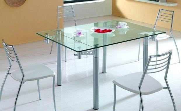 Стеклянный стол в кухню